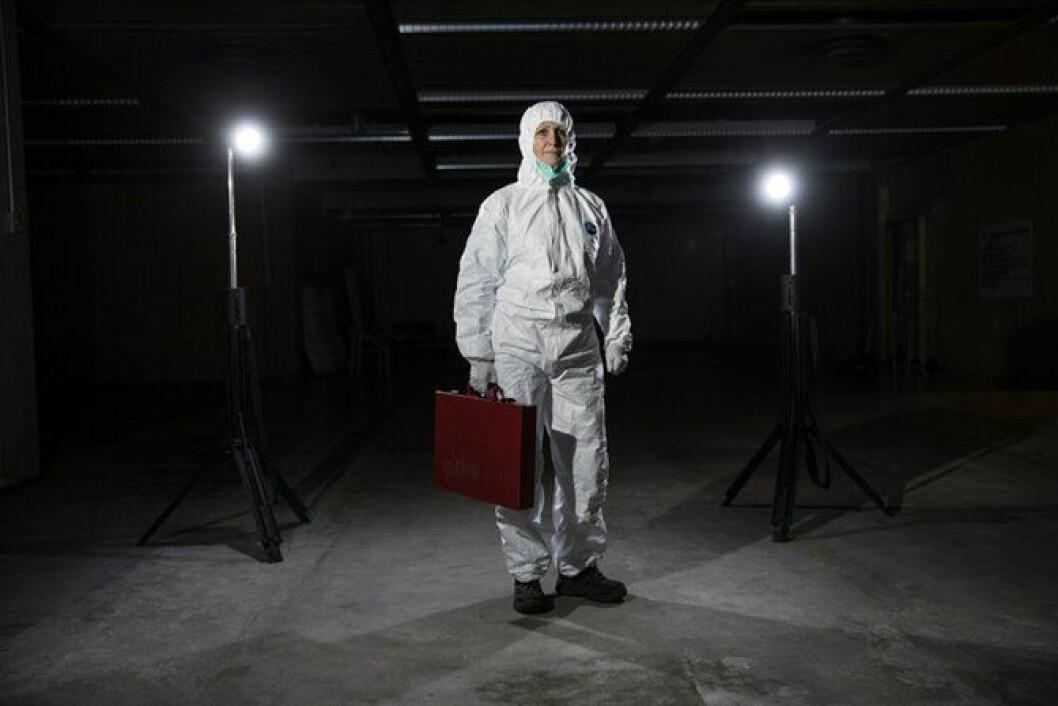 Eva Ragde i et av arbeidsantrekkene – hvit kjeledress. Foto: Thomas Haugersveen.