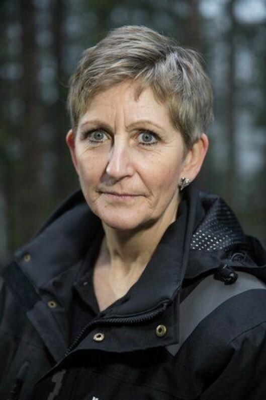 Eva Ragde har som andre kriminalteknikere et blikk for detaljene som de fleste andre ikke kan se. Foto: Thomas Haugersveen.