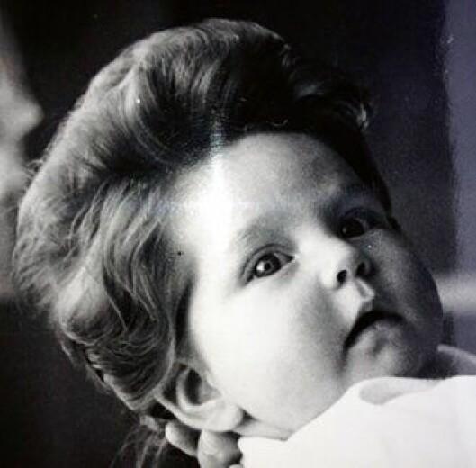 Hårfin: Manken til en ung Eva Ragde (3 mnd) var så flott at den til og med kom i avisa. Foto: Privat