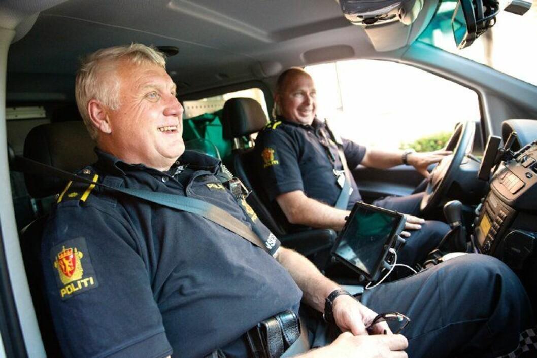 God stemning i politibilen.