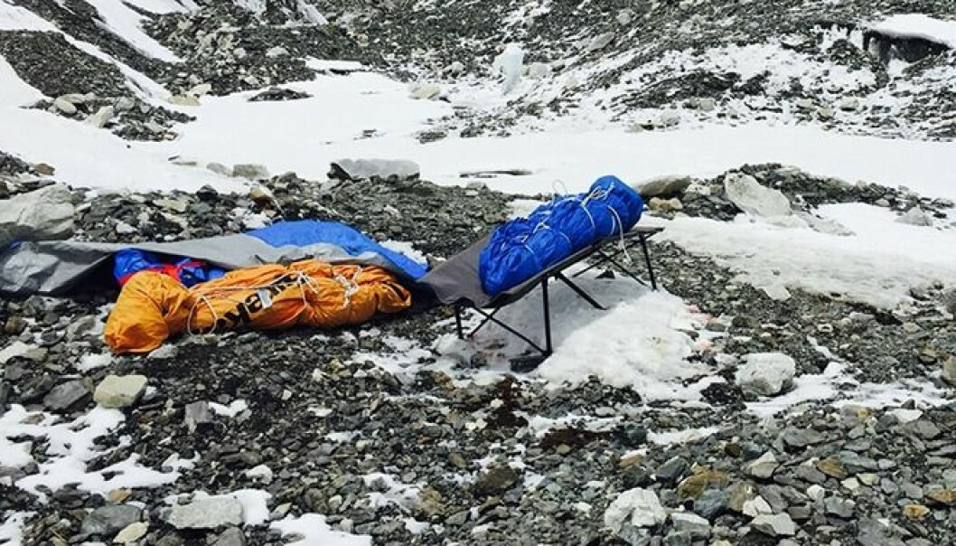 Minst 22 mennesker døde på Mount Everest, i raset etter jordskjelvet i april 2015. Bildene på Meløys telefon vitner om en ekstrem situasjon.