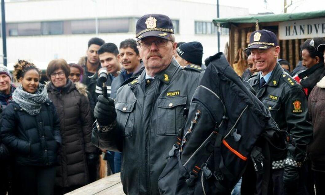 Politipensjonist Per Strand på løsøreauksjon på Elverum.