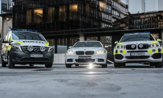 Nye politibiler, her ved Mercedes Vito, BMW 525 og BMW X5, sendes ut i distriktene i år - etter en ekstratildeling fra regjeringa.