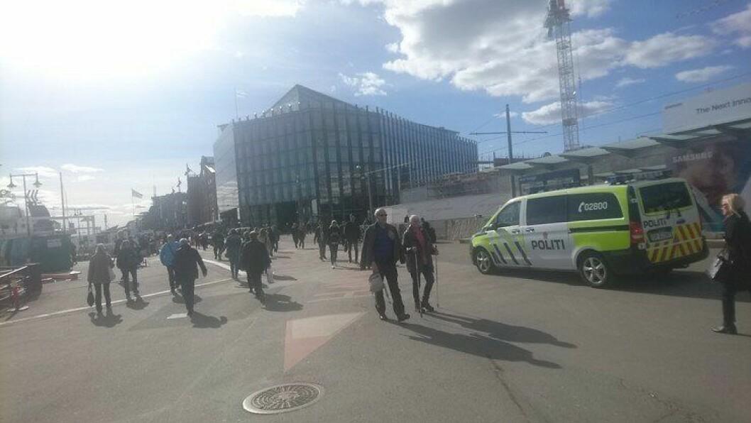 Bare minutter etter terrorangrepene i Stockholm forrige helg, var politiet på plass på sentrale steder i Oslo.