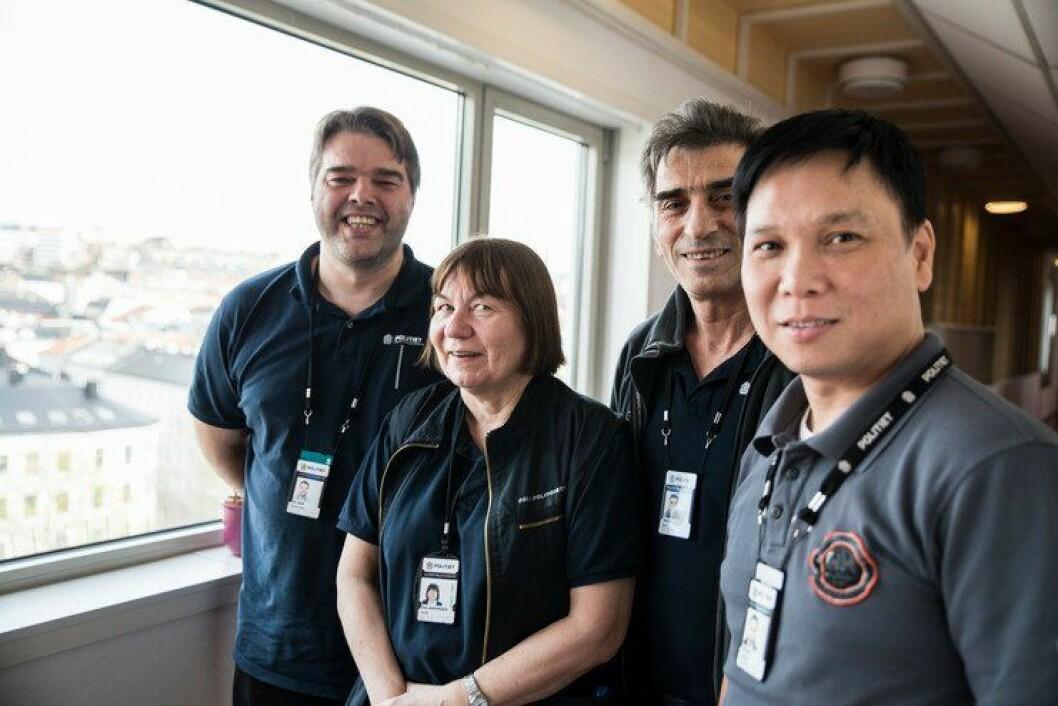 Renholderne Svein Ove Selebø, Britt Salamonsen, Zulfi Saliu og Lynh Le Quang har siden 1. november jobbet for Politiets Fellestjenester. De byttet arbeidsgiver etter mange år i Oslo poiltidistrikt, men arbeidsstedet er fortsatt det samme: Politihuset på Grønland.