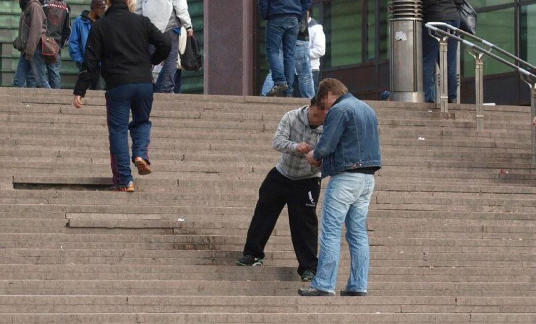 Å avkriminalisere bruk av narkotika er ikke det beste for samfunnet, skriver Atle Roll-Matthiesen i Politidirektoratet. Her omsettes narkotika utenfor Oslo S.