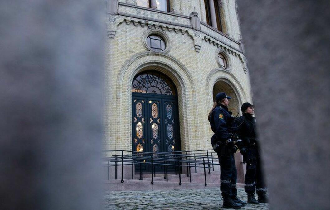 BEVÆPNING: Har vi borgere den tryggheten som trengs, spør Joanna Hvalen ved Universitetet i Oslo.