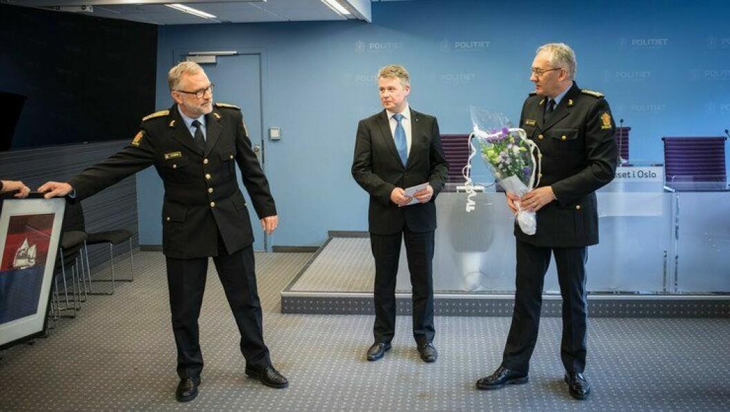 Politimester Hans Sverre Sjøvold, justisminster Per-Willy Amundsen og politidirektør Odd Reidar Humlegård, var fornøyde med sin nye operasjonssentral, tross i at de nektet å vise den fram for pressen.