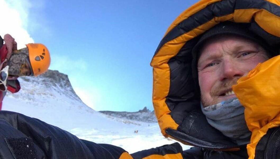 Inge Meløy jobber ved Politihøgskolen. Her er han på vei opp på Mount Everest.
