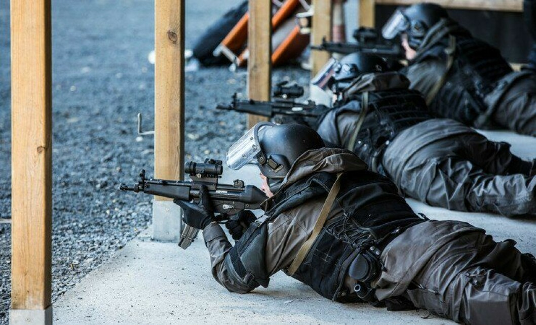 Politistudenter på skytebanen i Stavern. Dette er et syn noen håper å se på Rygge i framtida.