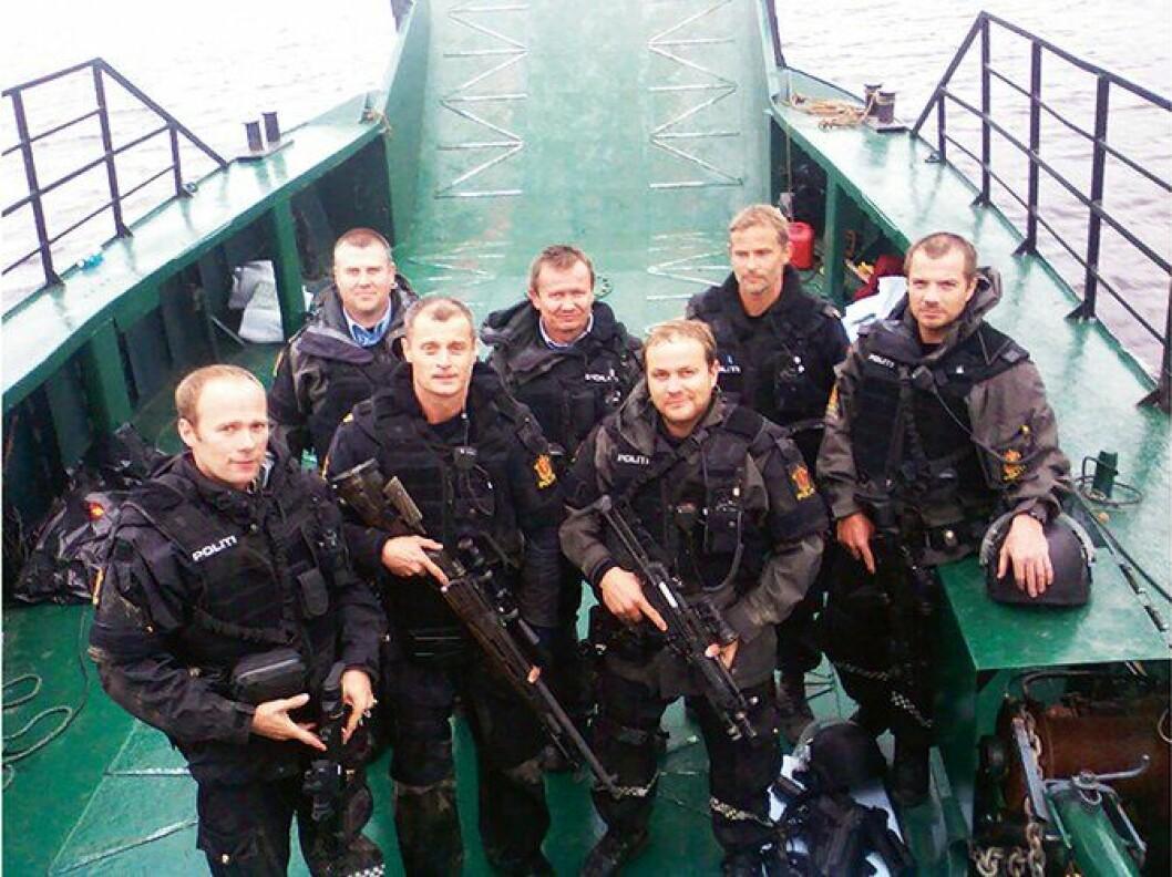 Mannskapene fra Søndre Buskerud politidistrikt forlater Utøya 23. juli 2011.
