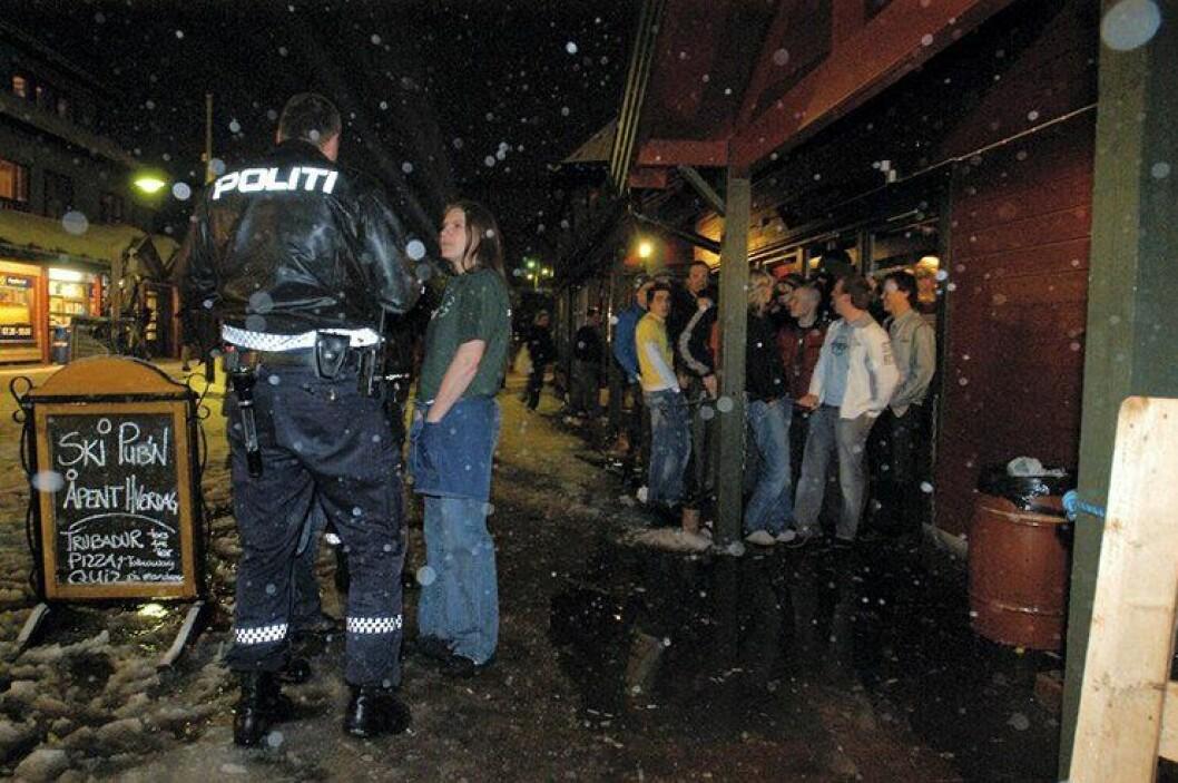 KREVENDE: Når skipuben og de andre utestedene i Trysil er åpne vinterstid, medfører det mye ekstraarbeid for politiet. ARKIVFOTO: Østlendingen