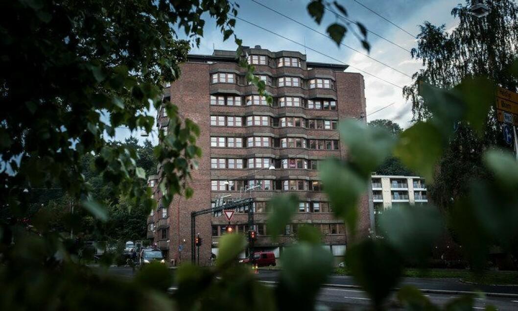 Politiets utlendingsenhet på Tøyen i Oslo vokste kraftig vinteren 2015/2016. Nå er antallet ansatte på vei ned.