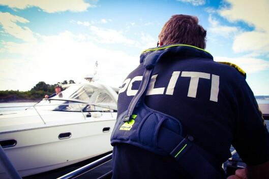 ADVARSEL: Denne båtføreren ble vinket inn på grunn av høy fart og fikk en advarsel fra politiførstebetjent Inge Solberg.