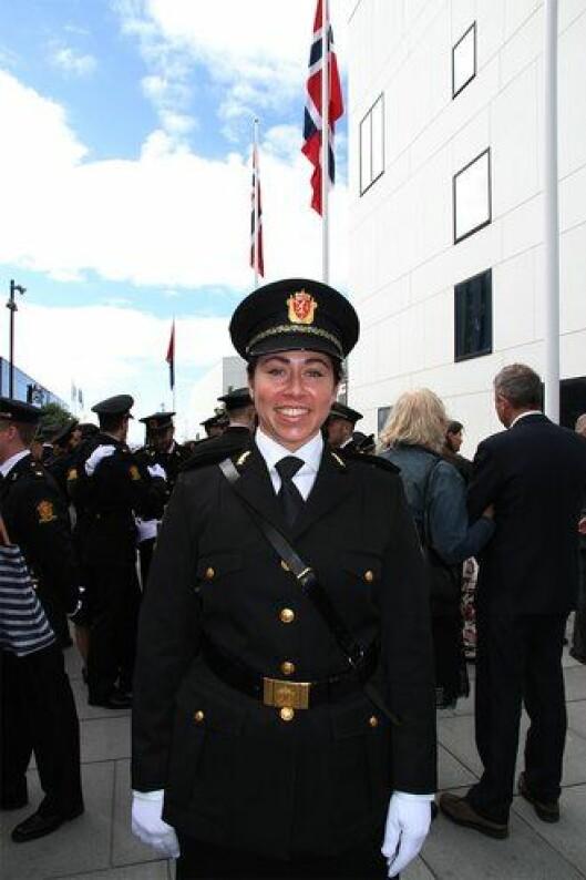 RØRT: – Det føles helt fantastisk! Jeg er litt rørt - det er så godt å stå her i uniform og tenke at man er ferdig, sier Marina Flister.