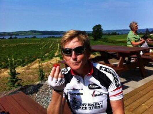 AKTIV: Eva B. Ragde har en travel jobb. Derfor bærer det ofte rett til ut og til fjells når hun har turnusfri og helgefri. Her er hun på sykkeltur fra ferien i juni.