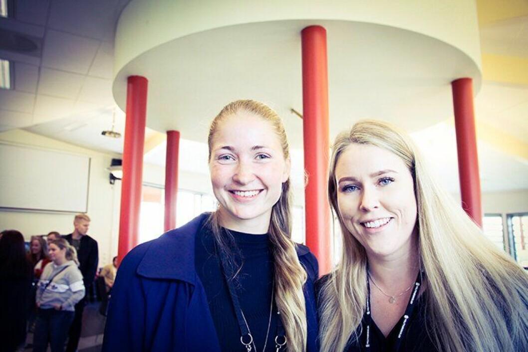 KLARE: Julie Salicath (t.v.) fra Oslo og Monica Kleven fra Råholt i Eidsvoll gleder seg veldig til å ta fatt på en ny og spennende hverdag. Tirsdag ble 22-åringene og de andre PHS-studentene i Kongsvinger ønsket hjertelig velkommen.