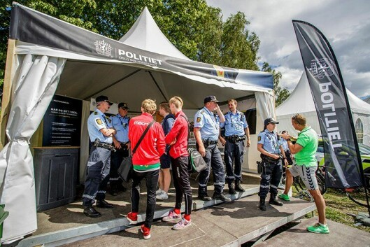 TREKKPLASTER: Polititeltet på Ekebergsletta er et populært møtepunkt med publikum.