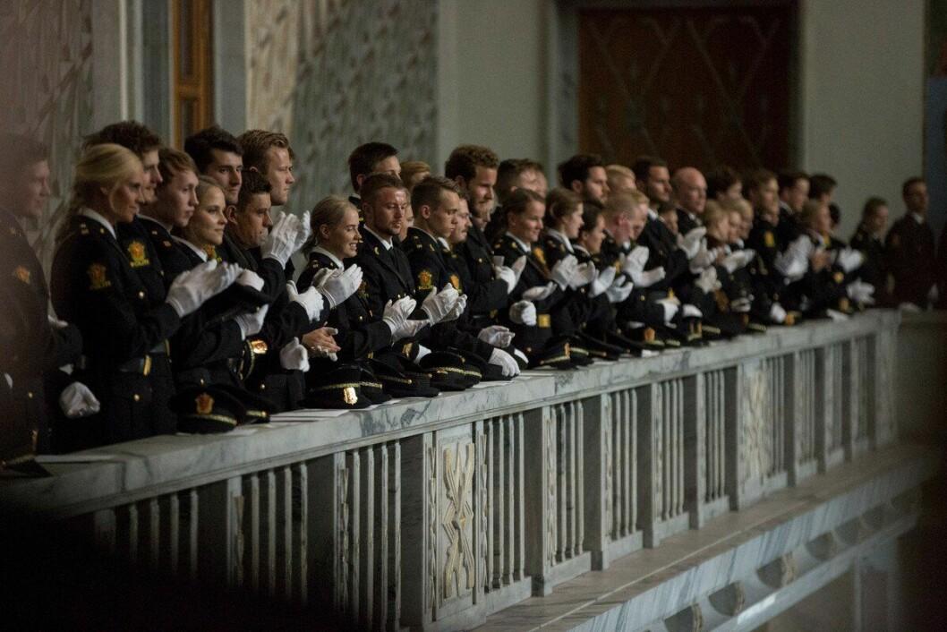 Årets PHS-studenter under uteksaminering i Rådhuset i Oslo. De som studerte året før dem, fikk det tøft med å komme inn i politijobb.