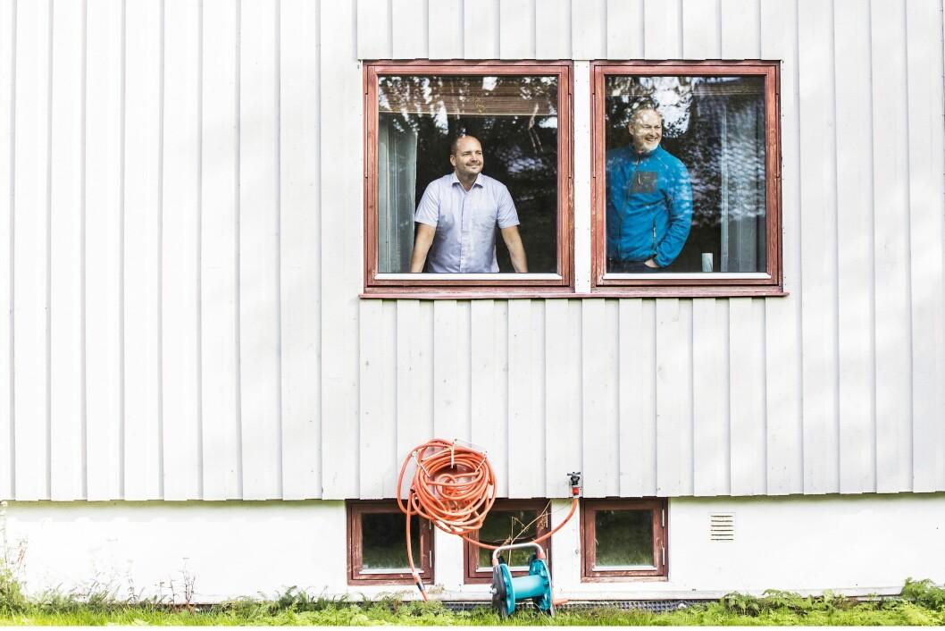 Asgeir Aule og Jan-Olav Schjølberg har så lang reise til jobben, at de fikk flytte inn i samme hus.