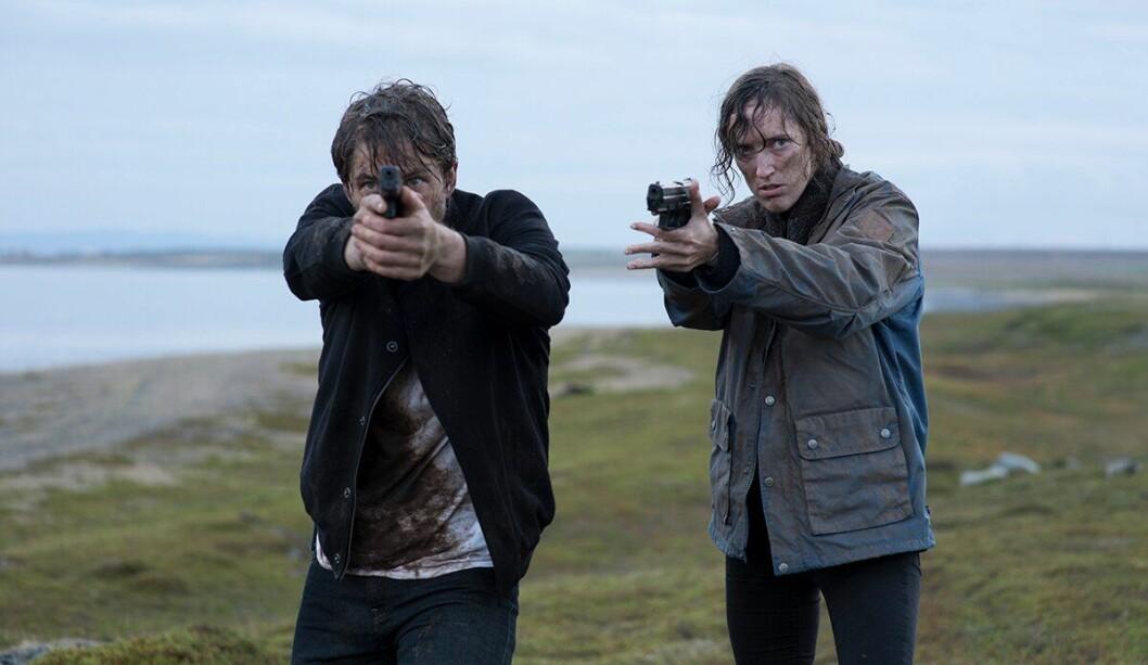 Jakob Oftebro  og Ingvild Holthe Bygdnes spiller hovedrollene i serien Monster. Selv om de ikke snakker sammen, skal de finne minst en seriedrapsmann nesten helt aleine.