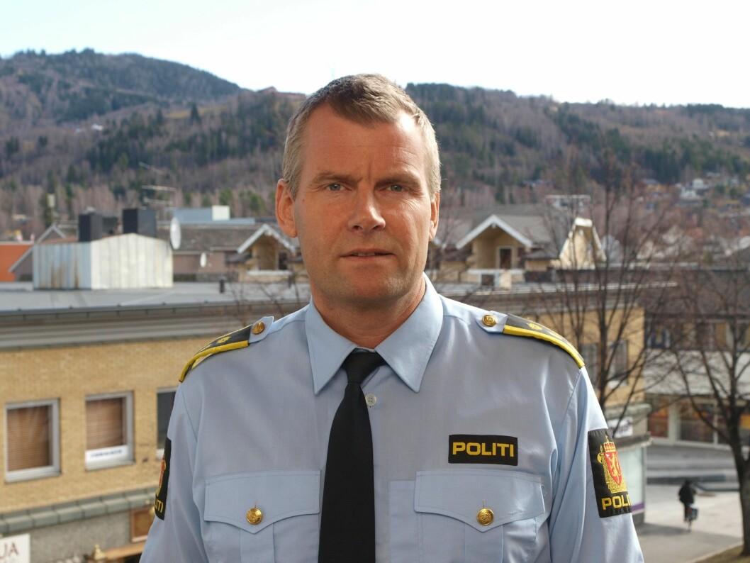 FORNØYD: Lensmann i Ringsaker, Terje Krogstad er fornøyd med at de får fortsette med overvåkingen. Opptakene brukes forebyggende, og bidrar til at uønskede situasjoner og kriminelle handlinger kan unngås, ifølge politiet