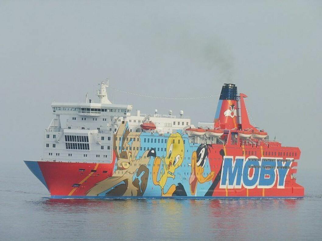IKKE SÅ FESTLIG:  Dette cruiseskipet med Looney Tunes-figurene er det største av dem, og leies ut av et italiensk cruiseselskap. Her har nærmere 2000 fra spansk politi bodd i en måned siden 1. oktober.