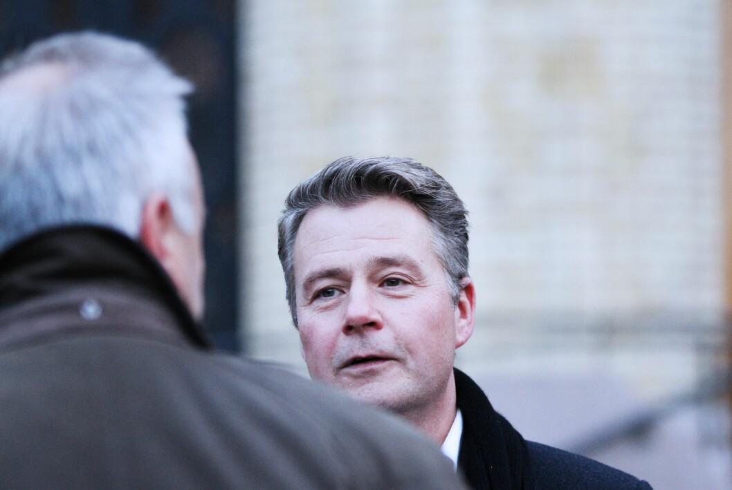 ADVARER: Justis- og beredskapsminister Per-Willy Amundsen advarer mot å utsette pengebevilgningene til beredskapssenteret. Her er han sammen med politidirektør Odd Reidar Humlegård under mandagens terrorøvelse i Oslo.