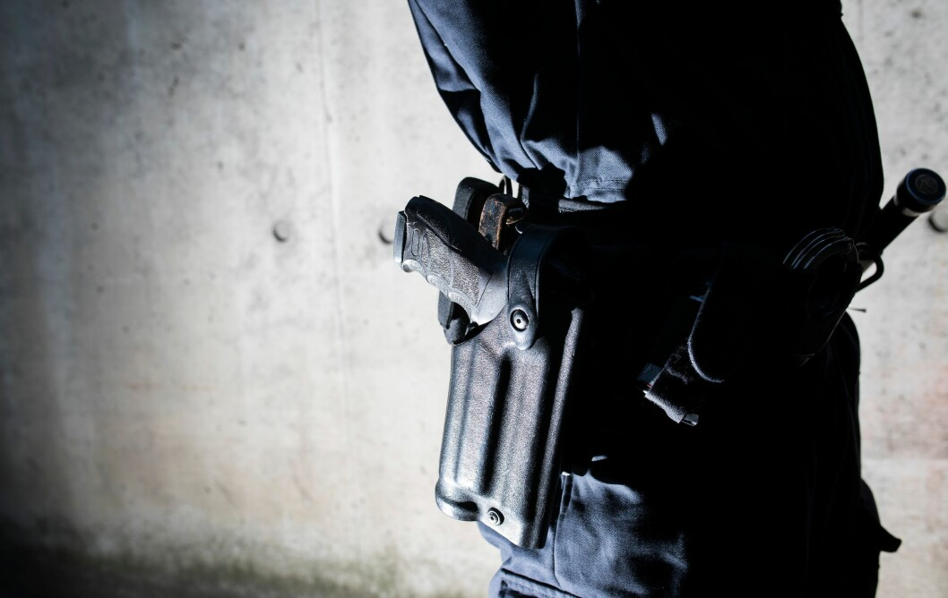 Politiet har fått tilgang til permanent bevæpning på konkret angitte punkter. Justisministeren vil gi tilgang til permanent bevæpning i områder.