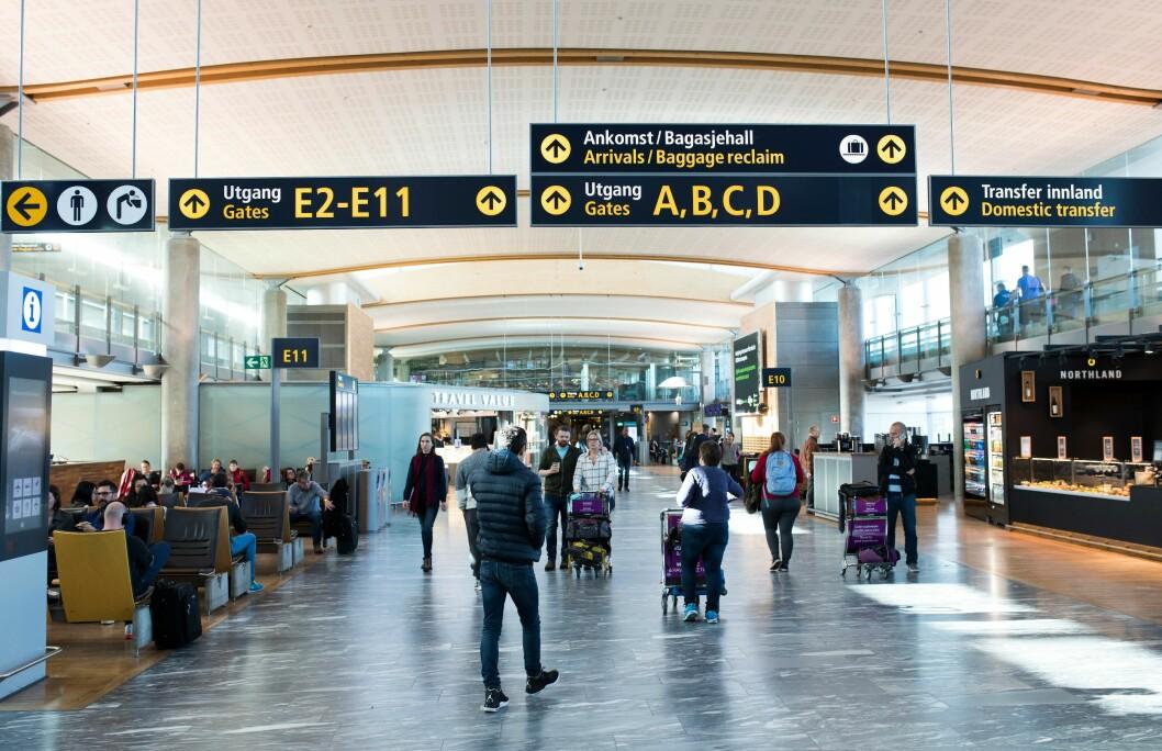 Politiet ved Oslo lufthavn er bevæpnet i minst tre måneder.