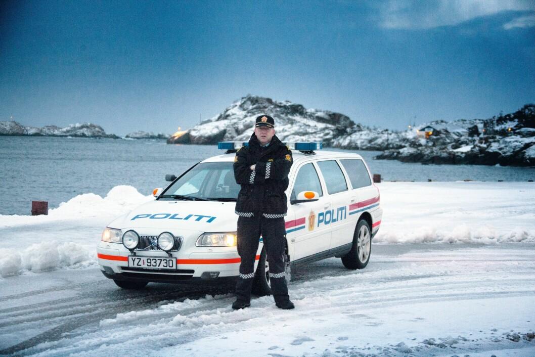 KLAR: Politiførstebetjent Mons Klaussen er klar for nye oppdrag. Men vil gjerne at arbeidsgiver anerkjenner kjøring av politibil som arbeidstid.