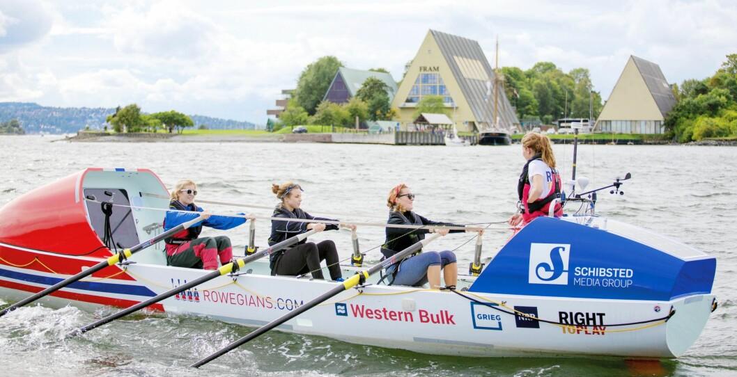 TØFFE TAK: Med en rekke sponsorer og det norske flagget i baugen, gjør forberedte Rowegians seg for turen i Oslofjorden tidligere i år.