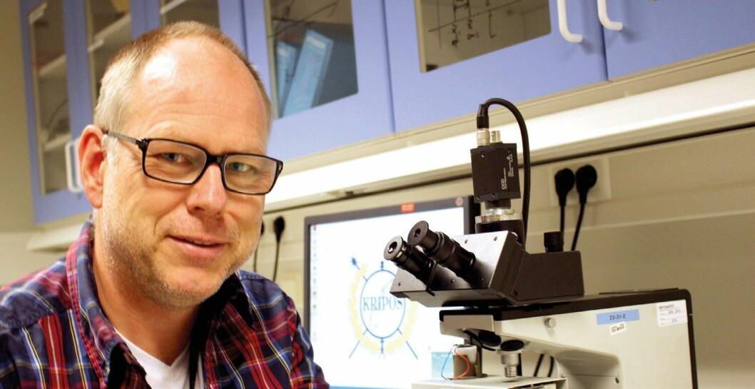 BLYEKSPERT: Overingeniør Knut Endre Sjåstad i Kripos har forsket på hvordan bly kan avsløre skuddets opphav. Han er til dagliggjesteforsker ved Universitetet i Oslo og underviserved Politihøgskolen.