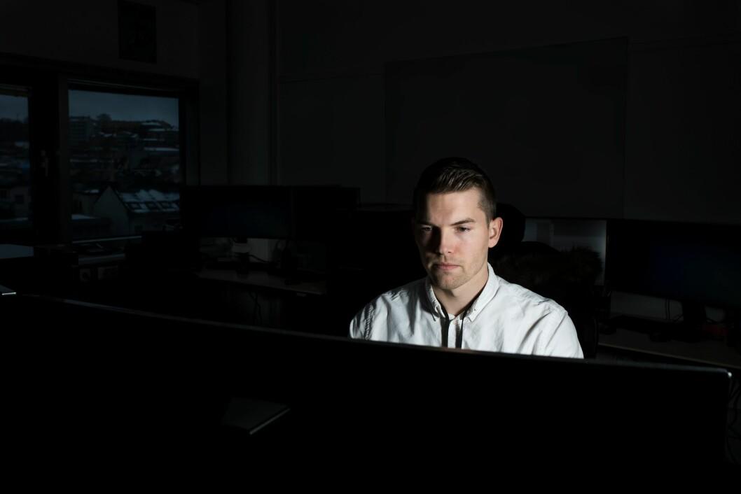 DRAMATISK VEKST: Politioverbetjent Jarle Enghaugen jobber med elektroniske spor i seksuallovbrudssaker i Oslo. Han og kollegene er tidvis forbløffet overøkninga i overgrep mot barn på nett.