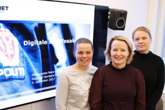 Statsadvokat Berit Johannessen (foran), leder hovedprosjektet og er lånt ut til POD. POD samarbeider igjen med Politiets IKT-tjenester, som har ansvaret for den tekniske løsningen for å sende straffesaker digital.