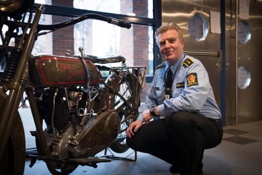 Finn Erik Grønli, politioverbetjent ved Trafikkorpset, er glad i å sette gamle kjøretøy i stand.