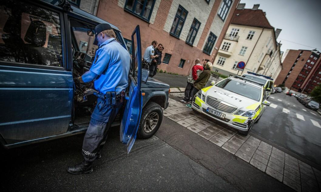 BELASTNING: Gjennom en politihverdag kan politiet møte på mange farer og belastningen kan bli stor. Derfor skal særaldersgrensen ivareta de som er i polititjeneste ved å gi dem rett til å gå av med pensjon ved fylte 57 år.