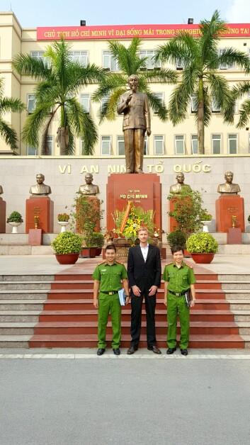 Rachlew på besøk i Hanoi, et av mange steder han og forskningen har reist.