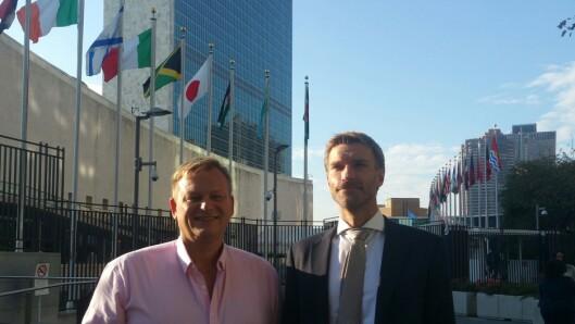 Rachlew og kollega og venn Ivar Fashing utenfor FN-bygningen i New York.