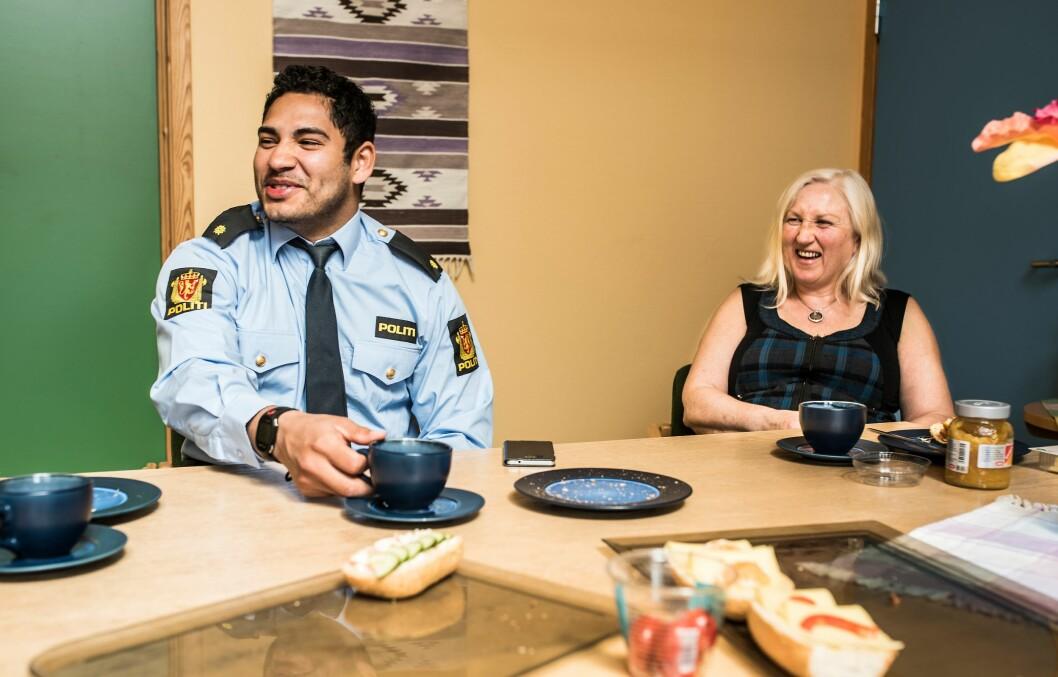 Politi og sivile ansatte ved lensmannskontorer er i stand til å løse de små sakene og ha kontakt med publikum.