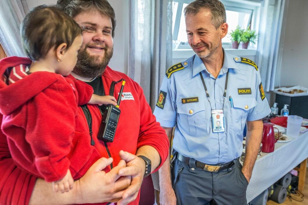 Røde Kors og politi kan jobbe tett sammen, også i Røde Kors' hus, i alle fall når politiet er ubevæpnet.