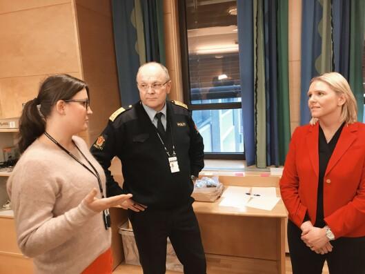 Sylvi Listhaug besøkte tidlig hjemfylket Møre og Romsdal. Her med politimester Ingar Bøen.
