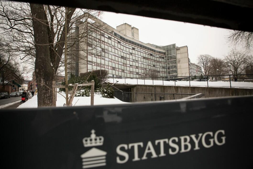 Statsbygg eier politihuset på Grønland i Oslo. Nå mener Politiets Fellestjenester at Oslo-politiet har betalt for mye i leie.