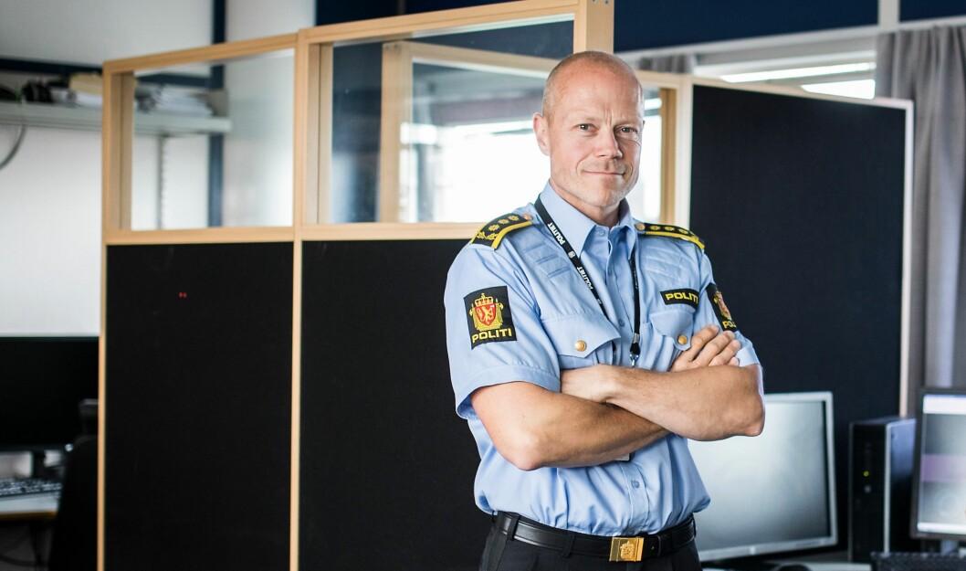 TILBYR PLASS: Trond Austad i Oslo politidistrikt håper å kunne rekruttere enda flere dataspesialister gjennom samarbeidet med cyberforskerne.