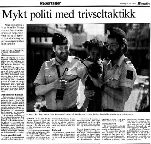 POLITIMESTER BASTIAN: Konstablene Erling Børstad og Asbjørn Ferstad sier til Aftenposten Aften i 1988 at det er viktig med gode spasersko når man jobber på politiposten på Holmlia. Å møte innbyggerne er en sentral del av jobben.
