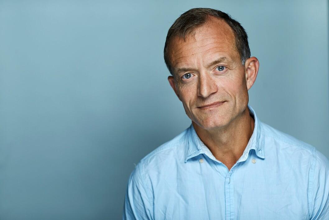 Politiforums redaktør Ole Martin Mortvedt takker Tor-Aksel Busch for innsatsen som riksadvokat.