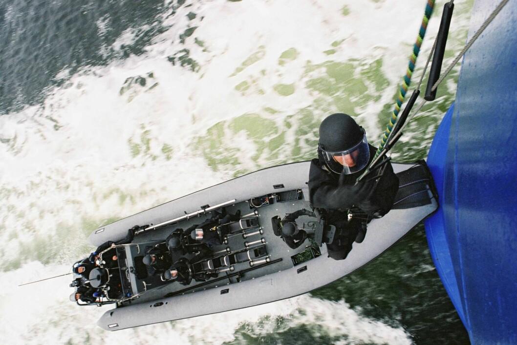 Beredskapstroppen tar seg ombord i en båt ved en tidligere øvelse.