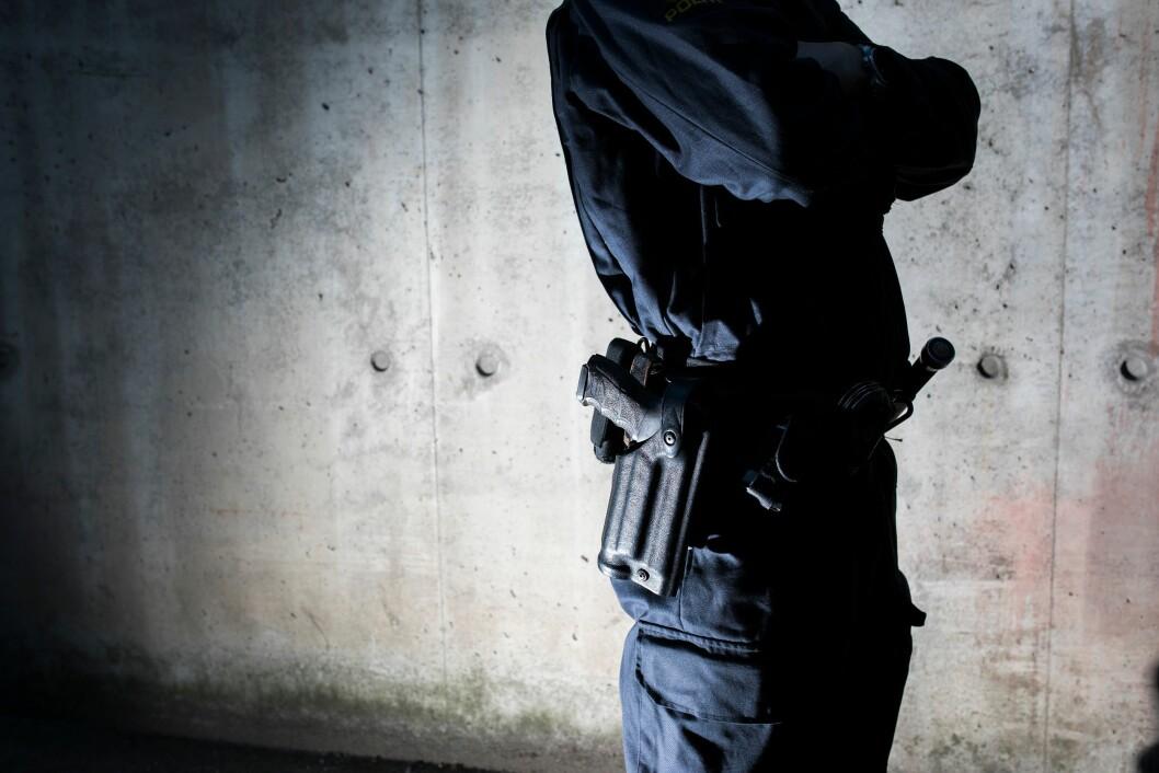 Politiet vil etter alt å dømme få våpen på hofta permanent ved sårbare objekter.