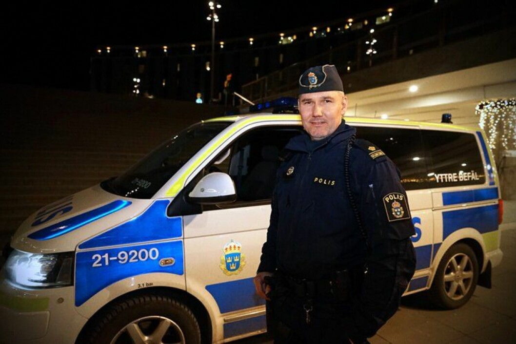 Siesing er mer bevisst egen sikkerhet, etter at noen kastet en granat mot politiets parkeringsplass i Uppsala. Heldigvis bommet de.