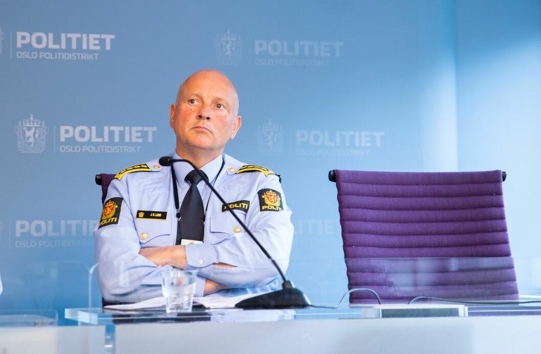 John Roger Lund, leder for Oslo-politiets driftsenhet Øst, foreslår at politiets forebyggere kan ha kontortid i utsatte bydeler i hovedstaden. Her fra en pressekonferanse våren 2018, da Oslo politidistrikt satte inn en rekke tiltak for å bøte på problemer i driftsenhetens bydeler.